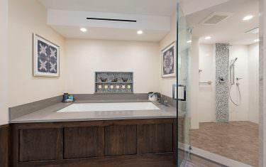 4041-Gulf-Shore-Blvd-N-1707-print-012-Bath-and-Shower-4200x2804-300dpi