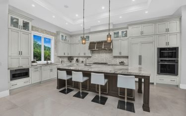 Lykos residential remodel - Kitchen with island